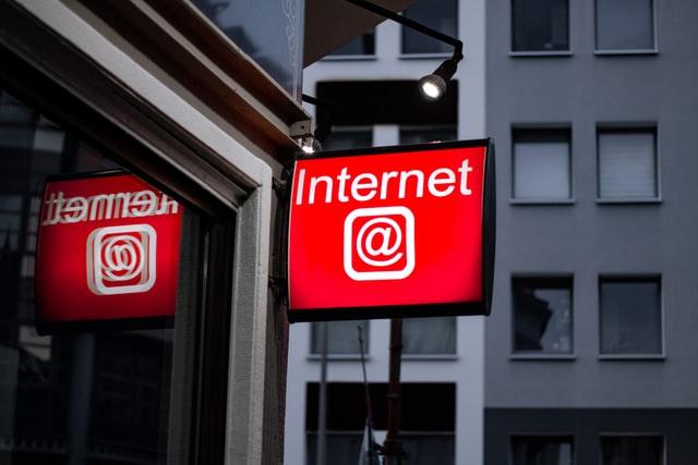 Socialinių tinklų bei interneto grėsmės vaikams